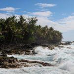 Rozbouřené moře na pláži Kehena